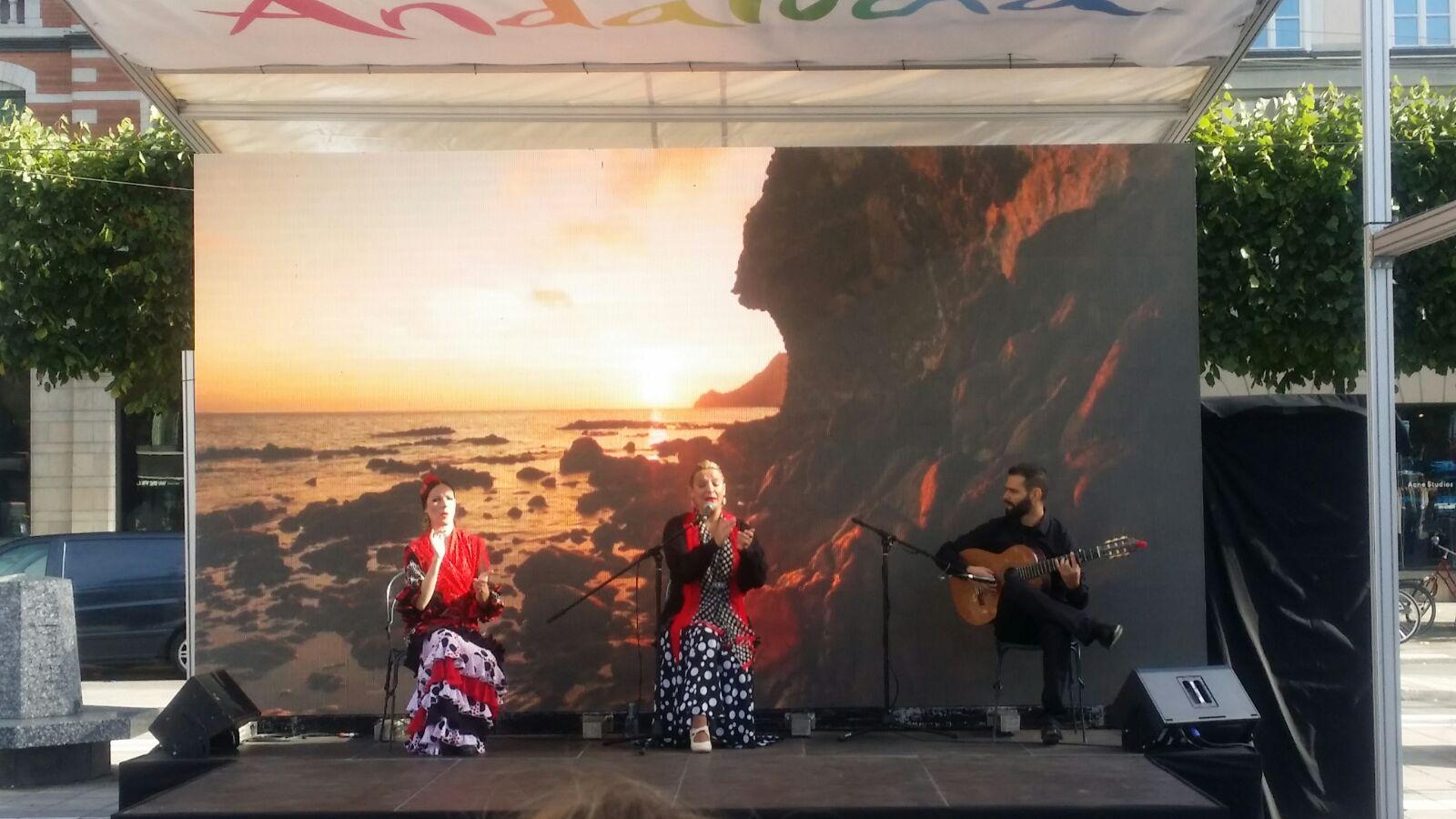 Piensa en LED Sevilla Alquiler soporte audiovisual Gira de turismo andaluz
