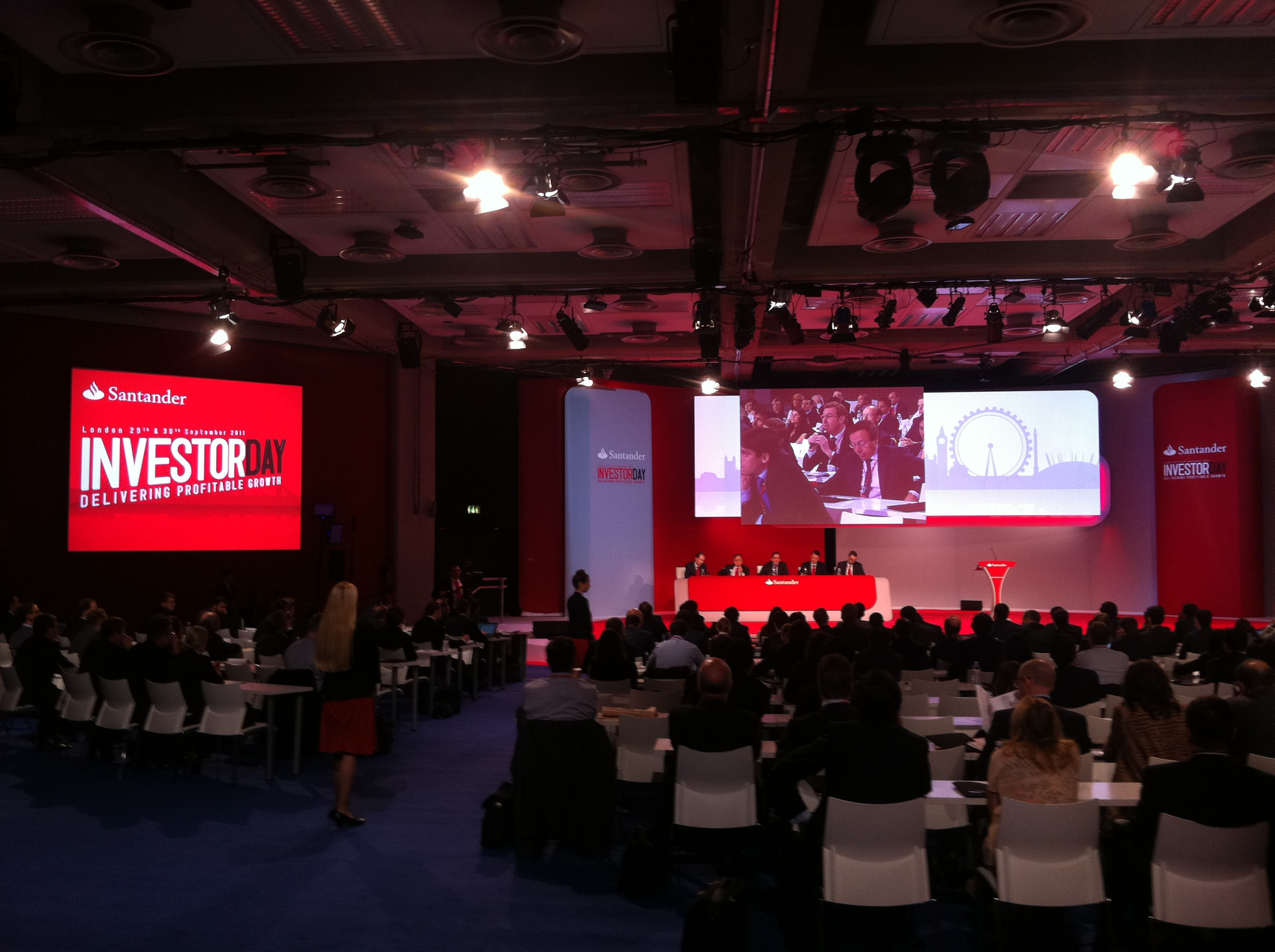 Piensa en LED material audiovisual Banco Santander invertor day